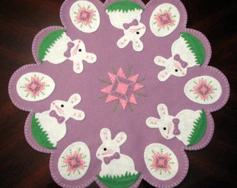 Hand Stitched Wool-Felt Easter Bunnies and Egg Easter Penny Rug - Candle mat - Home Decor - Wool Applique - Wool Fiber Art - Table Mat