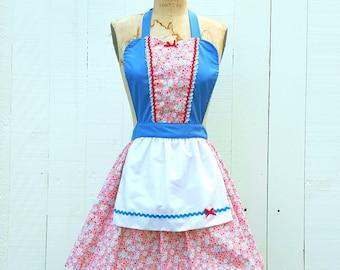 Shabby Chic apron, pretty floral apron, Womens apron,  Retro apron, full APRON, Mother Day gift, blue apron, pink apron, daisy print