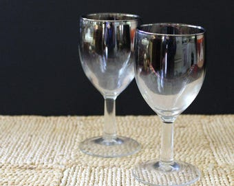 Set of two vintage Dorothy Thorpe sherry glasses. Silver Ombre.