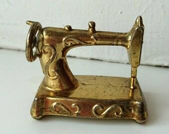 Sewing machine figurine *** FREE SHIPPING