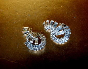 Wedding vintage 50s, clear rhinestones, art deco style , large clip on earrings.