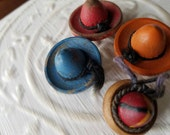 Vintage Button - 4 cute novelty 1950's wooden mexican sombreo hats, assorted colors (feb 311 17)