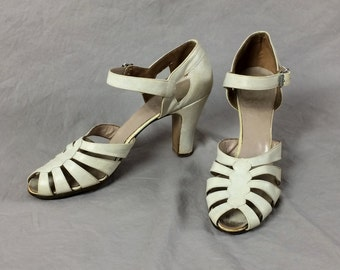 Vintage 50s Shoes High Heel 1950s Sandals Swing Open Toe Ivory or Bone Leather Summer Peep Toe Ankle Strap Wedding EUC