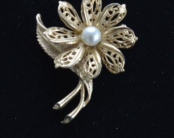 Pretty Vintage Gold tone Floral Brooch, Faux Pearl
