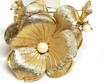 LISNER Vintage Gold tone Pansy Flower Pin  Faux Pearls