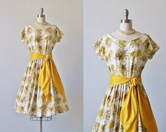 Vintage 1950s Yellow Novelty Print  Cotton Full Skirt Dress / 50s Dress / Pleated Skirt / Fine Arts