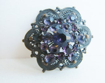 Vintage antiqued brass flower brooch with purple rhinestones (I6)