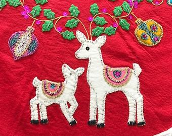 Vintage Christmas Tree Skirt Felt Applique White Reindeer Shiny Brite Ornaments