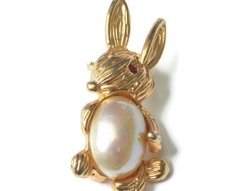 Bunny Rabbit Pin Faux Pearl Tummy Gold Tone Vintage