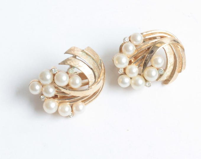Crown Trifari Faux Pearl Rhinestone Earrings Brushed and Smooth Gold Tone Clip On Vintage