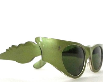 60s Flaming Green Italian Cat Eye Sunglasses Extreme Winged Olive Pearl Glam Italy Sunnies Hollywood Screen Star Props Sets Scalloped Flames