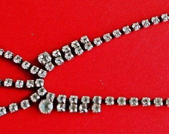 """Vintage silver tone 15"""" necklace with sparkly clear rhinestones in great condition"""