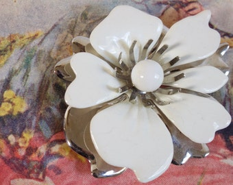 Vintage Sarah Coventry Flower Brooch White Enamel Silver Metal Bridal Wedding Accessory