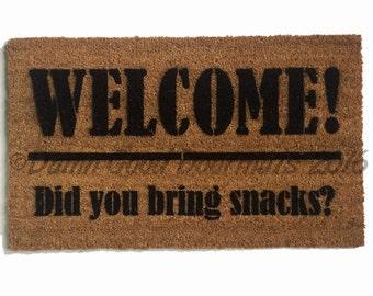 SNACKS! Welcome Did you bring snacks™ funny doormat