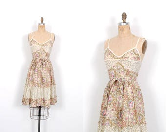 Vintage 1970s Dress / 70s Rose Printed Babydoll Cotton Sundress / Cream and Pink ( XS extra small )