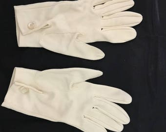 Vintage Ivory Wrist Driving gloves 6 1/2 -  Something Old Vintage Wedding Tea Garden Party Gloves