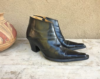 Vintage Women's size 9 Italian leather ankle boot, black leather short boot, cowgirl boot, hipster boot, pointy toe bootie Spanish style