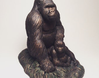 Mountain Gorilla Silverback and baby sculpture statue