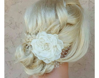 Ivory bridal flower , Ivory Fascinator, Wedding Hair Clip, White Fascinator, Wedding Comb, Ivory Wedding Fascinator,  Ivory Bridal Comb