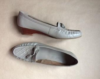 WEEKEND SALE! vintage 80's 1980's wedged heel loafer / womens shoe / loafers / tassel shoes / tasseled loafers / slip ons