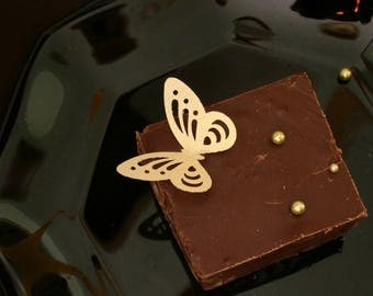 15 wafer paper edible Butterflies, Elegant Large Lacey Butterflies in Gold, Silver or Pearl colors