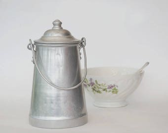 Small milk can, Farmhouse kitchen wall decor, Vintage aluminium milk jug carrier, Rustic kitchenware.