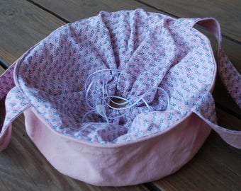 Round cake carrier, casserole and pie bag, pink, dish holder, cake bag
