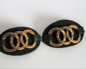 Vintage black velvet shoe clips. Gold ring shoe clips.  Chanel style shoe clips