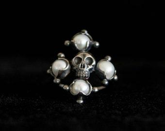 Vasilisa Mourning Ring - Black Silver & Pearls