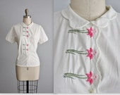50's Embroidered Top // Vintage 1950's Floral Embroidered Fitted White Cotton Blouse Top