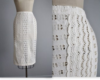50's Eyelet Skirt // Vintage 1950's White Eyelet Cotton Fitted Skirt