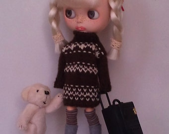 brown knitted dress for Blythe or Pullip