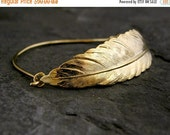 Holiday Sale - Feather Bracelet, Gold Feather Bracelet, Golf Bracelet, Bridal Feather Bracelet, Dainty Feather Bracelet, Unique Feather Brac
