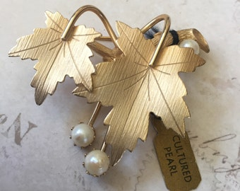Vintage Sarah Coventry Leaf Brooch with Cultured Pearls, Estate Jewelry, 1960's