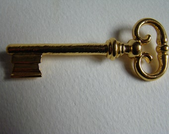 Atalante key brooch