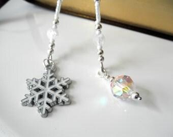 White Snowflake Swarovski Crystal Beaded Bookmark - Winter Book Thong - Snowflake Bookmark , Snowball Bookmark, Winter Bookmark, Gift Idea