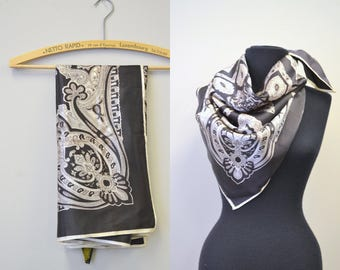 1970s Black and White Paisley Scarf
