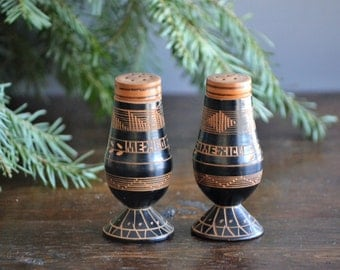 Wood Salt & Pepper shakers / Vintage Mexico Souvenir / Natural Black