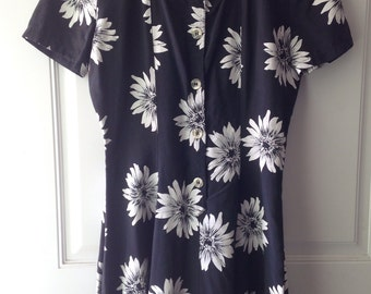 Womens 90's vintage black and white daisy floral mini swing dress