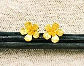 1 Pair of 925 Sterling Silver 24k Gold Vermeil Style flower Stud Earrings. 10 mm.  :vm0955