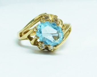 Ice Blue Ring gold tone Cocktail Large Oval women's size 10 1/4