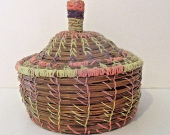 Alabama Long Leaf Pine Needle Hand Made Basket with Lid Great Colors
