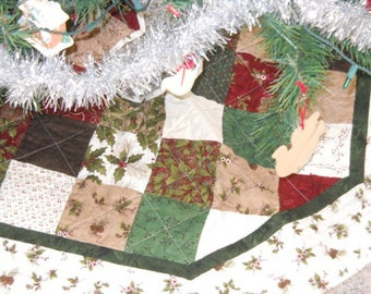 Holly Berries Quilted Tree Skirt