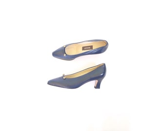 Navy Leather Heels. Vintage Bally 80 Blue Pumps. Gold Hardware. 5.5. Made in Italy