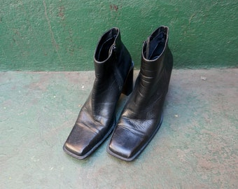 90s Square Toe Leather Ankle Boots sz 8
