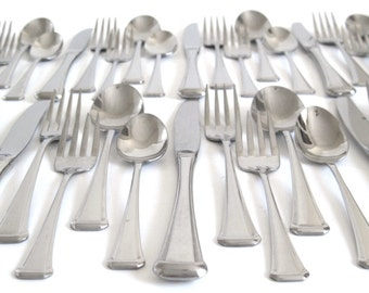 "Oneida Flatware Set Stainless Silverware ""Aberdeen"" USA, Service for 4 or 8, 1990s Kitchen"