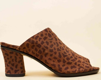 80s 90s Vtg Leopard Print NUBUCK Genuine Leather Mule Platform Slip On Sandals / Chunky Heel Slides Pin Up GLAM Grunge 7.5 Euro 38