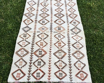 "White Hand Embroidery Art Deco Kilim Rug,Boho Fashion Home Floor Cover Turkish Rug,Vintage Decor Tribal Anatolian Rug 3'8""x6'9""/113x226cm"
