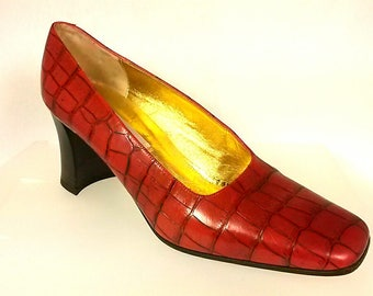 Saks Fifth Avenue Vintage Leather Shoes Heels Pumps Red Faux Alligator Sz. 10B Italy