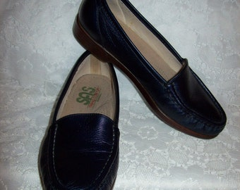 Vintage Ladies Navy Leather Loafers Slip Ons by SAS Size 7 Only 8 USD